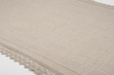 Lniany szary ozdobiony koronką bieżnik stołowy