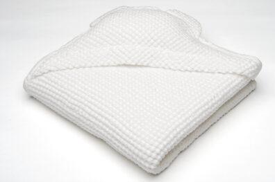 Biały ręcznik niemowlęcy z kapturkiem