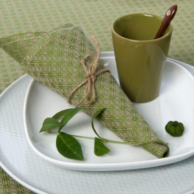 Zielona lniano - bawełniana serwetka w romby.