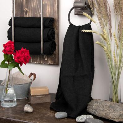 Czarny ręcznik kąpielowy