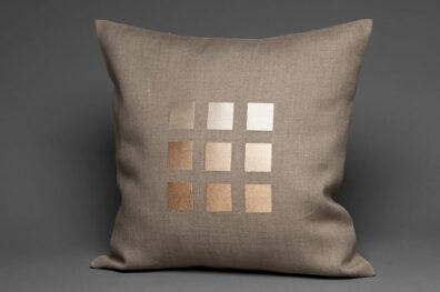 Powłoczka na poduszkę szara w połyskujące kwadraty.