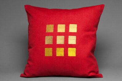Powłoczka na poduszkę czerwona w złotawe kwadraty, sklad len bawelna.