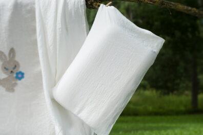 """Poszewka na poduszkę z pranego białego lnu """"Zajączek"""""""