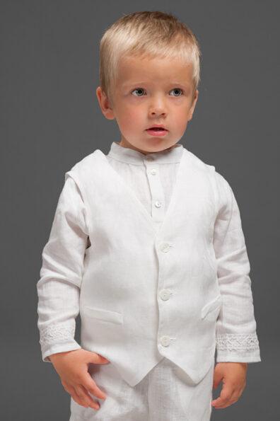 Biała lniana kamizelka na chrzest.
