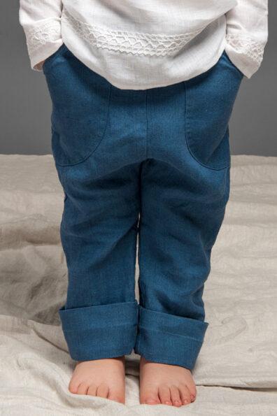 Granatowe lniane spodnie dla chłopaka.