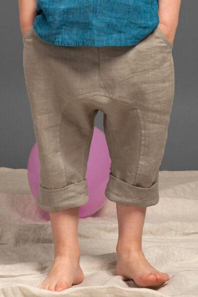 Jasne szare lniane spodnie alladynki dla chłopaka.