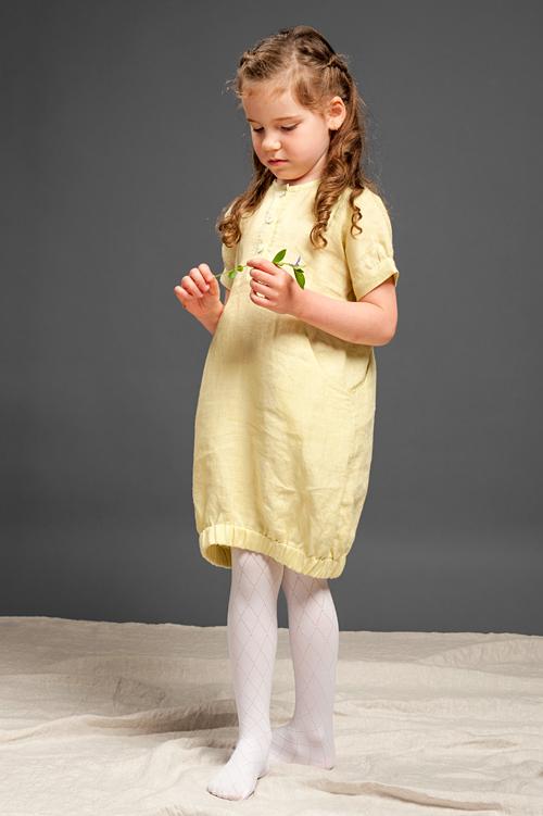 Pastelowa żółta lniana dziewczęca sukienka