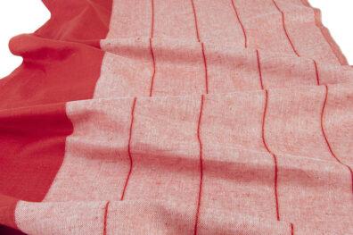 Czerwona tkanina w paski