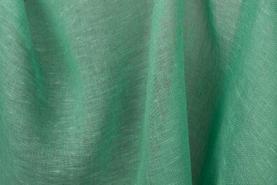 Zielona przeźroczysta tkanina lniana.