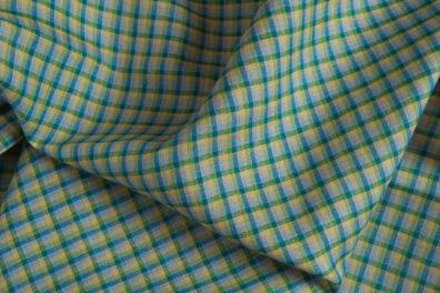 Lniana tkanina w niebiesko - zieloną krateczkę.