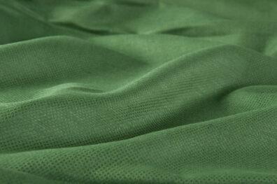 Tkanina zieleń z połyskiem.
