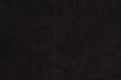 Lekka, o gładkim splocie czarna tkanina lniana.