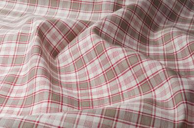 Tkanina w szaro - czerwoną kratkę.
