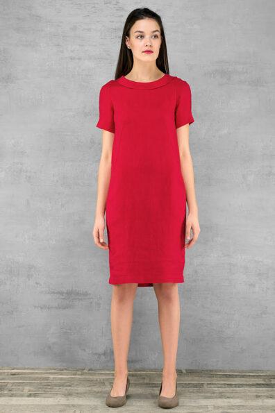 Czerwona lniana sukienka z krótkim rękawem.