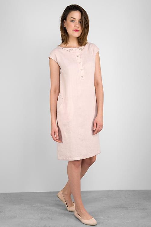 Różowa lniana sukienka. Długość - przed kolana.