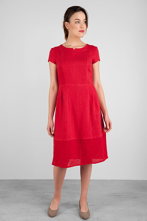 Czerwona lniana sukienka.