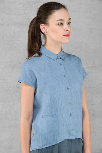Lniana niebieska bluzka.