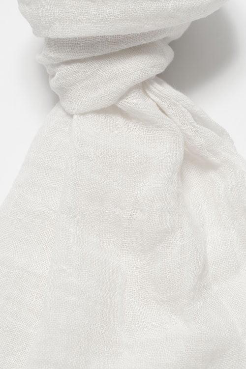 Biały lniany szalik.