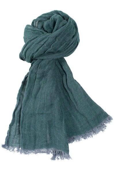 Cieniutki szalik lniany o kolorze szarej morskiej zieleni.