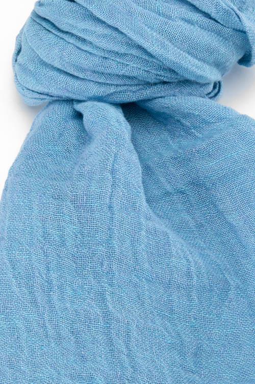 Niebieski lniany szalik.