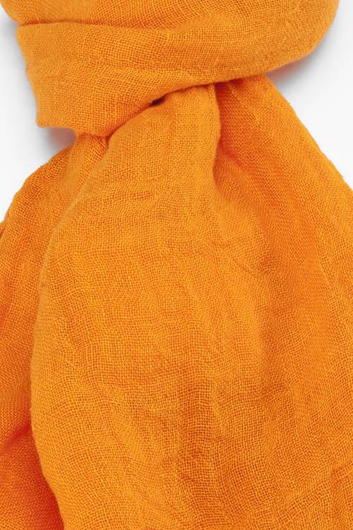 Pomarańczowy lniany szalik.