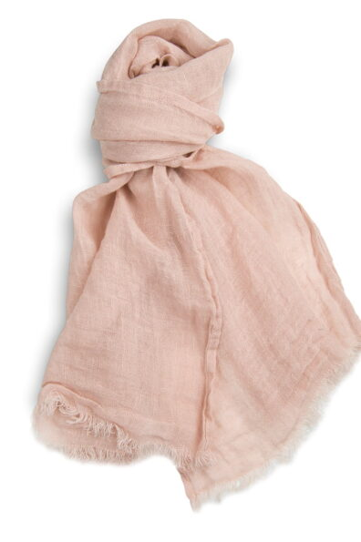 Szalik lniany o barwie delikatnego, pastelowego różu.