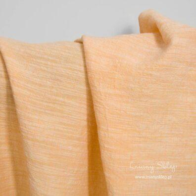 Szeroka, prana tkanina lniano – bawełniana brzoskwiniowa.