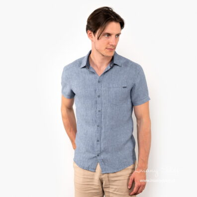 Lniana niebieska koszula męska.