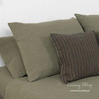 Poszewki na poduszki z pranego lnu khaki.