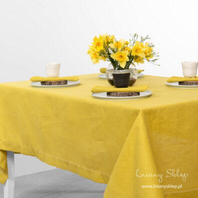 Żółty lniano-bawełniany odbrus wielkanocny.