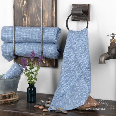 Lniany ręcznik niebieski w piaskową kratkę.