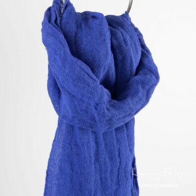 Niebieski jaskrawy lniany szalik.