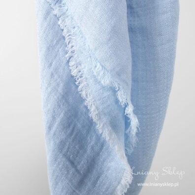 Lniana chusta niebieska we wzorek.