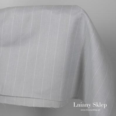 Szeroka szara jasna tkanina w paski.
