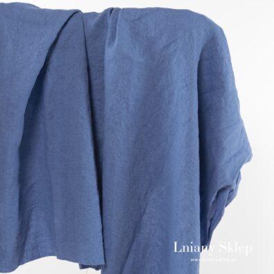 Przytłumiony niebieski prany len.