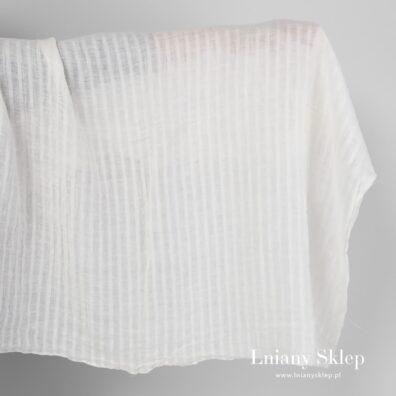Biała tkanina lniana w ażurowe paski prana.