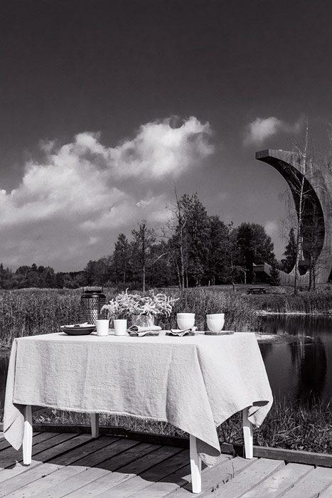 Lniany-Sklep-bw-linen-tablecloth-near-tower-birzai-2